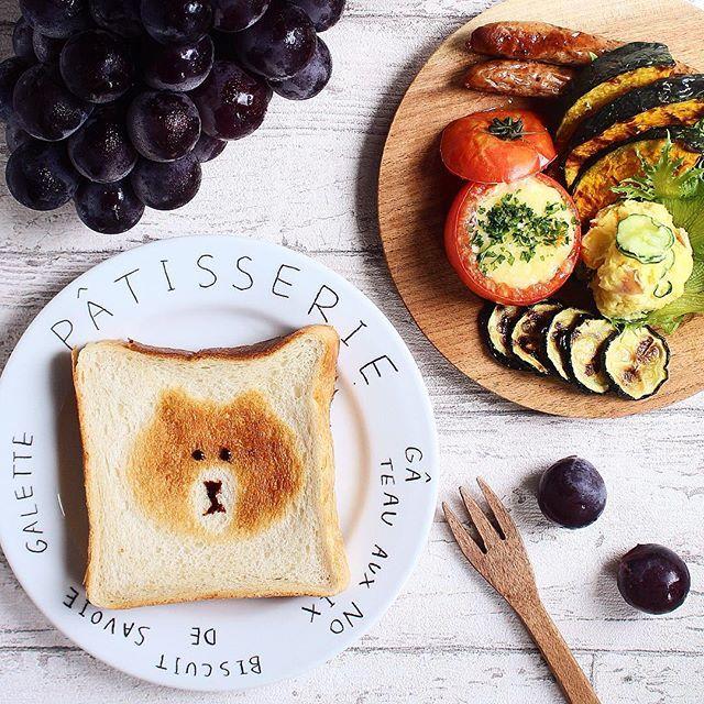 Instagram media by tomy_tomy - : ☆本日のブランチ☆ : トースト ツナトマトチーズ焼き さつまいもサラダ 野菜とウインナーのグリル 巨峰 : フォロワーさんの #トーストアート が可愛くて真似っこ♡LINEのブラウンをイメージしたのに旦那氏に朝出したらコアラ❓と言われた…ちーん : みなさん細かいアートされてるけどセンスがない私にはブラウン風が限界 : 巨峰は義兄のご実家から❗️趣味で作ってる割にはかなり豊満バディー今年すでに3房いただきほぼハチコのお腹に…