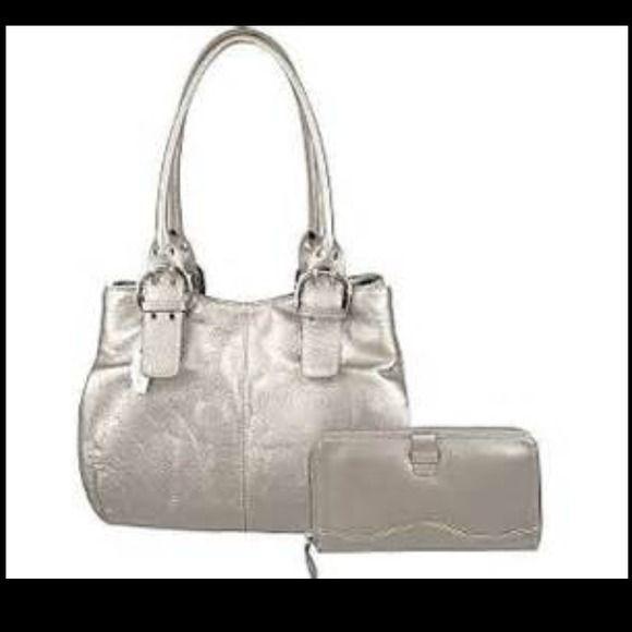 Tignanello handbag and wallet Gorgeous genuine leather handbag and wallet. Tignanello Bags
