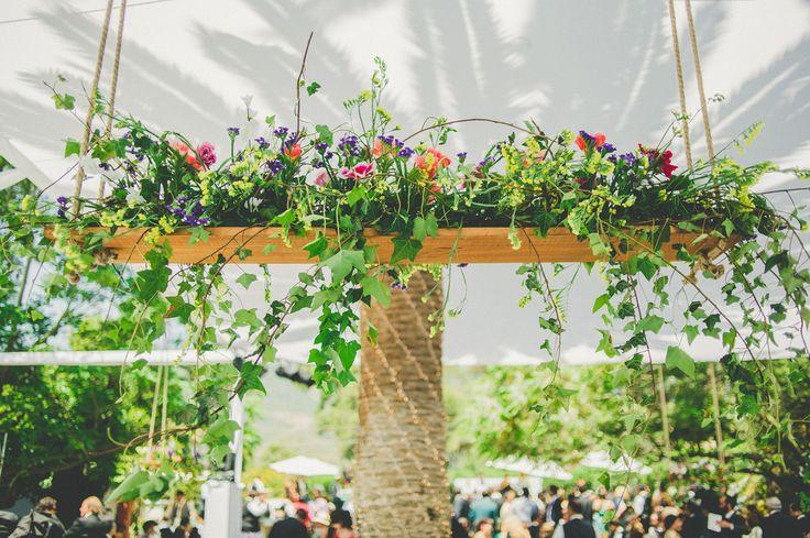 Columpio de flores para matrimonio en Quillota.