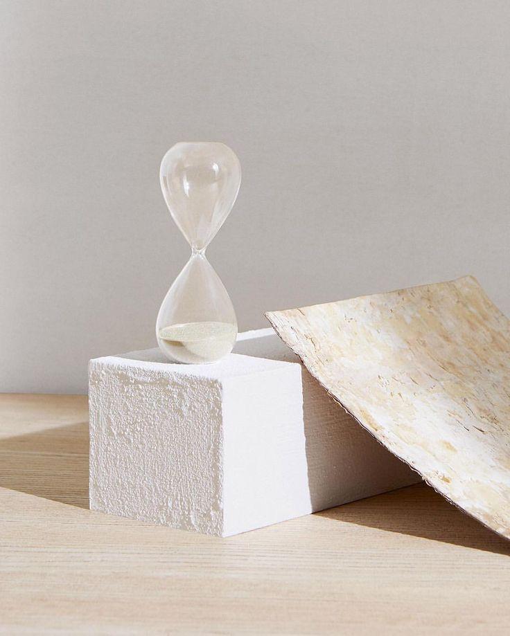 """좋아요 6,224개, 댓글 35개 - Instagram의 COS(@cosstores)님: """"Both functional object and design piece, the fine sand inside the HAY timer accurately marks out 30…"""""""