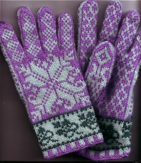 Cosy gloves with fingers.