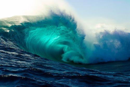 Big Swell, blue light