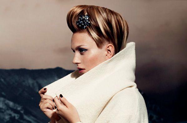 Cosa ne pensate di queste proposte di tagli di capelli autunno inverno 2013 2014 firmate Dessange? Noi le troviamo davvero affascinanti, soprattutto i tagli capelli medi: il colore biondo così caldo è bellissimo, così come le onde morbide!
