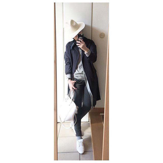 kuualoha1902#instafashion#ootd#outfit#coordinate#fashion . オールグレーにネイビートレンチ、小物は白なコーデ。 仲良くさせてもらっているフォロワーさんの真似っこで、15年位前のネイビートレンチを引っ張り出しました^ ^ 昨日も寒かったのでロングカーデをインして着てます。 こうも寒いと若干物欲が停滞します… 今日のお休みもお出かけせずに掃除洗濯に励む予定^^; . . #トレンチコート#tomorrowland#ロングカーデ#しまむら#ケーブルニット#ユニクロメンズ#グレーデニム#uniqloginza#バンダナ#manipuri#マニプリ#白バッグ#白シューズ#zara#ザラ#PhilippeAudibert#フィリップオーディベール#danielwellington#ダニエルウェリントン  #今日のコーデ#シンプルコーデ#プチプラコーデ#プチプラ . .