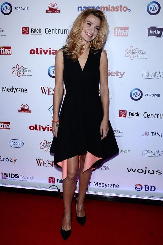 Joanna Koroniewska wearing Mohito black dress