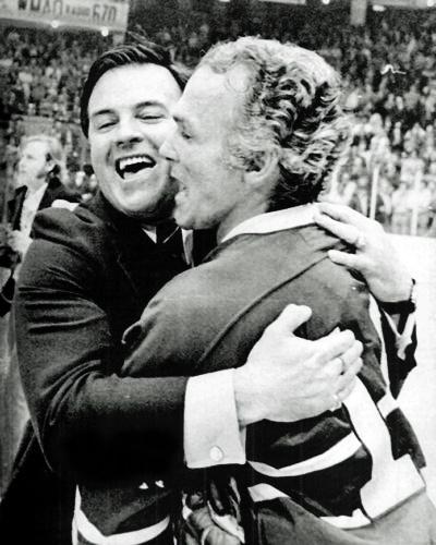 À l'instar d'Henri Richard qui est le meneur des conquêtes de la Coupe Stanley de l'histoire de la LNH, Scotty Bowman est l'entraîneur ayant remporté le plus de victoires en carrière avec 1 244 succès en saison régulière et 223 lors des séries éliminatoires. Il a été l'entraîneur dans la LNH des Blues de Saint-Louis, des Canadiens de Montréal, des Sabres de Buffalo, des Penguins de Pittsburgh et des Red Wings de Détroit.