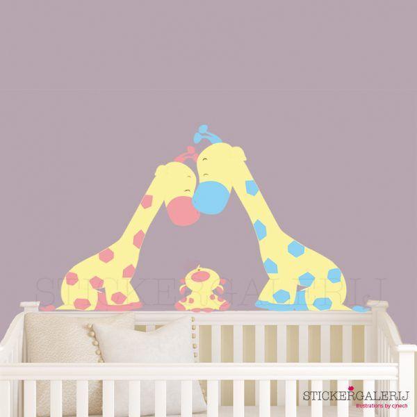 Muursticker babykamer met familie giraffe #babykamer #wanddecoratie #inspiratie #kinderkamer #muursticker #wolkjes #baby #roze #blauw #groen #peuter #kwaliteit #design #uniek #nederland #zwanger #zwangerschap #pasgeboren #interieur #muur #wand #doehetzelf #diy #liefde #stickergalerij  Voor de volledige collectie kijk op: www.stickergalerij.nl