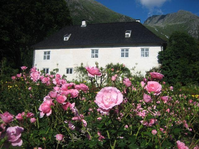 Travel from Bergen to Rosendal by boat. In the summer you can visit the smallest palace in Scanidavia. Famous for its renaissance garden.