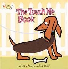 The touch me book è un cartonato rilegato a spirale con testi in rima (in inglese) divertenti e coinvolgenti e, nella pagina a fronte pagine tattili ...