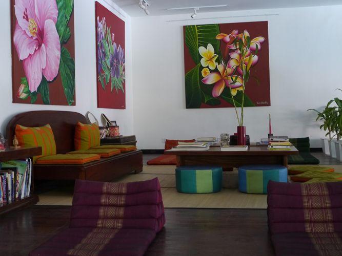 Voor ons verblijf in Phnom Penh zijnwe uitgenodigd om bij het Iroha Garden resort te verblijven. Een heerlijk rustig hotel midden in de drukke stad. Het leuke aan dit hotel is dat iedere kamer uniek is en zijn eigen thema heeft.De kamers zijn geïnspireerd op Aziatische steden. Er is veel gebruikt gemaakt van hout, betonvloeren,...