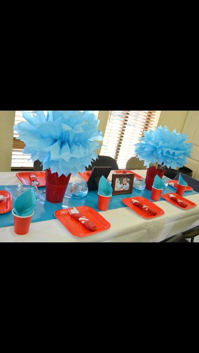 Cat in the hat birthday -thing one and thing two -decoration-party-first birthday-center pieces -photos -table decor
