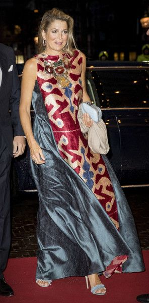 Queen Maxima Photos - Queen Maxima of The Netherlands attend the premiere of the ballet performance Ode to the Master at the National Opera & Ballet on September 15, 2017 in Amsterdam, Netherlands. The National ballet brings a tribute to the permanent choreographer Hans van Manen, on the occasion of his 85th birthday. - King Willem-Alexander of the Netherlands & Queen Maxima Attend the 'Ode aan de Meester' Ballet Premiere in Amsterdam
