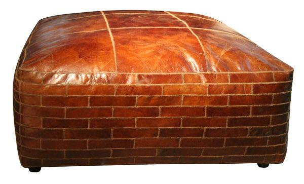 Eksklusiv og meget behagelig stor puff i vintage leather! Puffen er produsert i en vintage leather og er meget behagelig å sitte i. Den røffe stilen gir puffen en moderne og eksklusiv fi