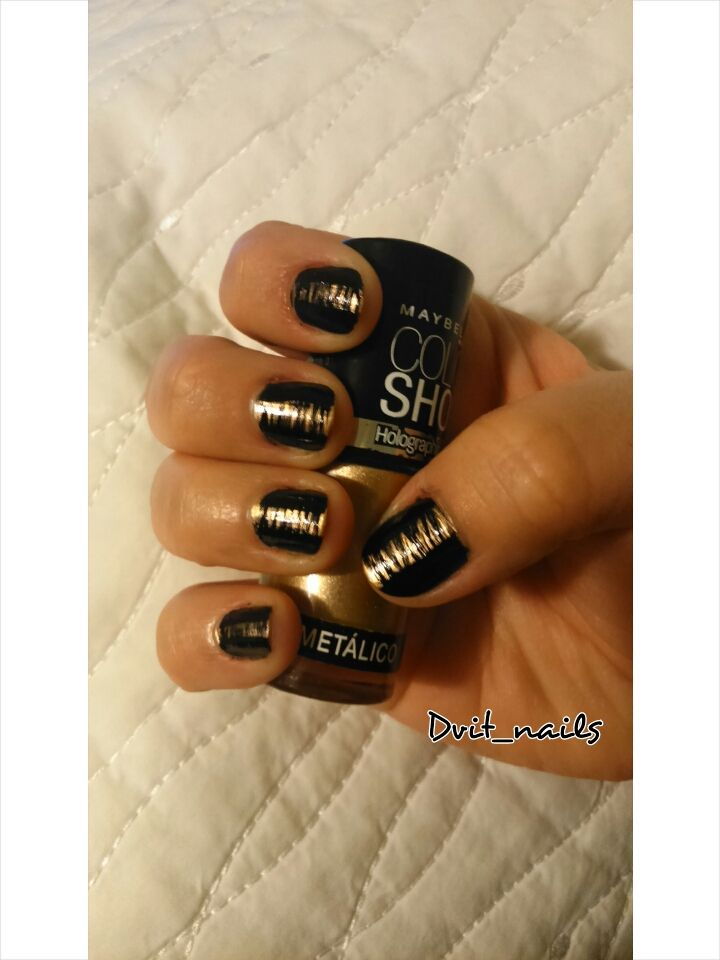 Black and Gold #nailart #black #gold #party #fiesta #lines
