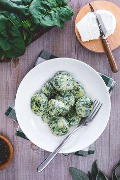 Uno squisito piatto toscano: gli gnudi!, ricotta e spinaci