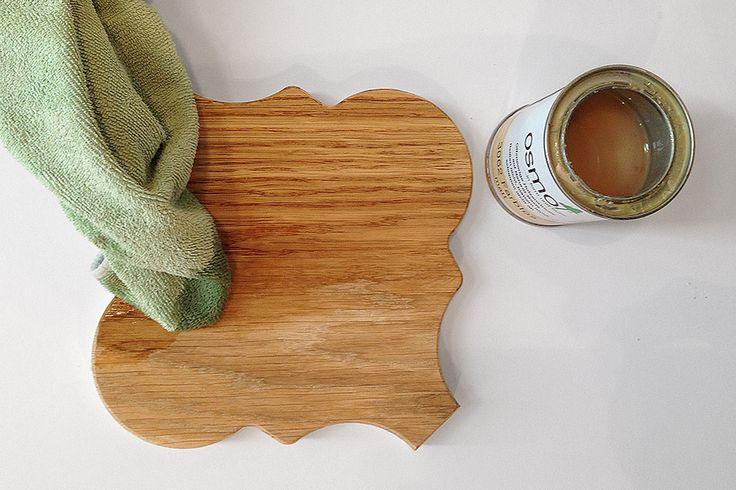 Olejowanie jest najstarszą i najbardziej tradycyjną metodą konserwacji drewna. Funkcjonalności oraz bezpieczeństwa tego impregnatu dowodzi powszechne użycie go w skandynawskich przedszkolach czy innego typu obiektach publicznych. My zabezpieczamy nasze klepki parkietowe olejowoskami firmy OSMO, które nadają powierzchni twardość oraz odporność na wilgoć, brud oraz ścieranie. www.dudzisz.eu