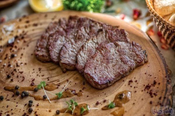 طريقة عمل شرائح ستيك اللحم مع البابريكا والسبانخ Arabic Food Food Steak