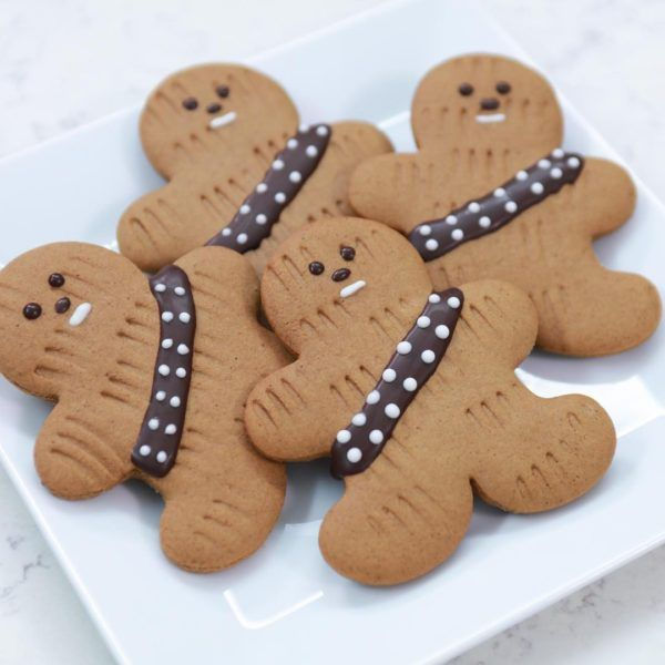 Star Wars Gingerbread Wookiee Cookies - Star Wars - Ideas of Star Wars - To celebrate Rogue One landing in theaters this week Los Angeles baker and author Rosanna Pansino of Nerdy Nummies demonstrated how to make a series of Bolo Star Wars, Star Wars Food, Star Wars Cake, Star Wars Birthday Cake, Star Wars Cupcakes, Birthday Cookies, 5th Birthday, Star Wars Themed Food, Star Wars Cupcake Toppers