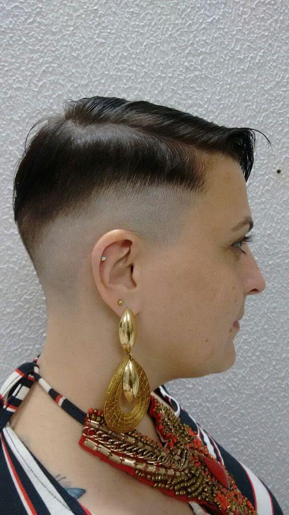 Haare rasieren am po