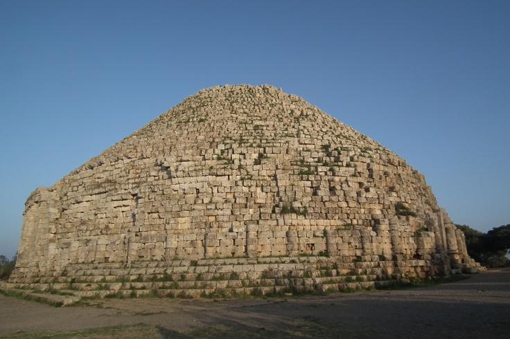 le mystère du tombeau de la chrétienne (TIPASA ALGÉRIE). https://www.facebook.com/TimbooVoyage
