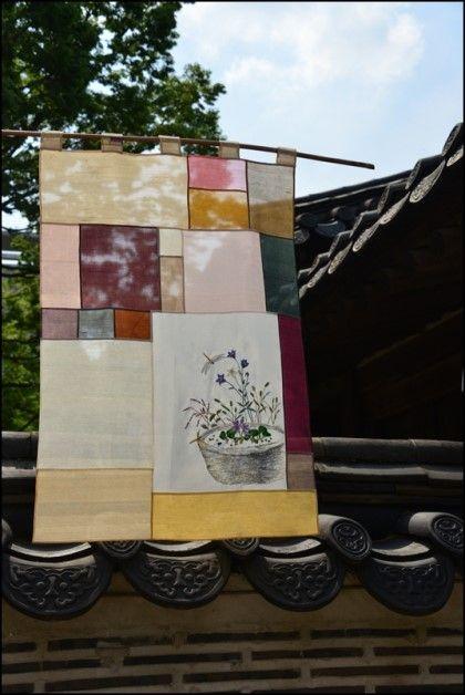 실물로 보면 더 은은하고 멋진 옥사발~ 실물은 첫번째 사진 색감과 제일 비슷합니다. 아래는 진하게 나왔네...
