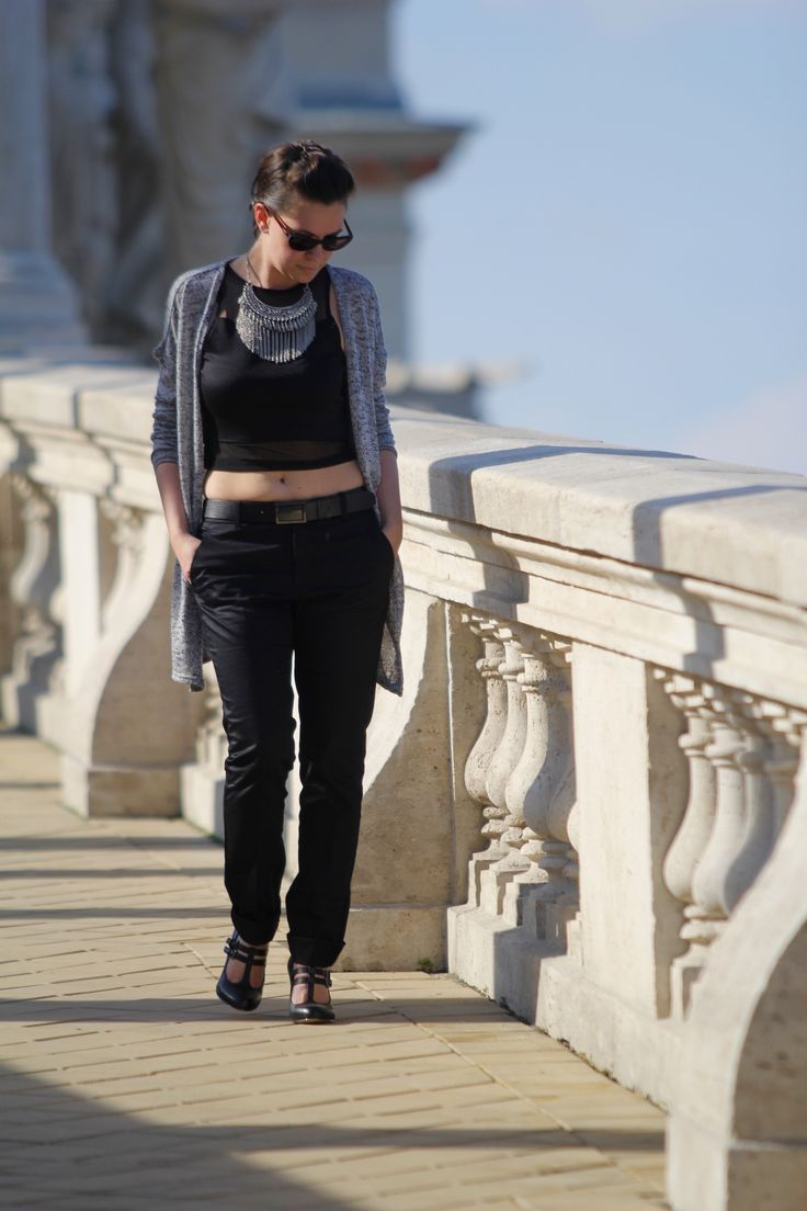 crop top, statement necklace, all black outfit