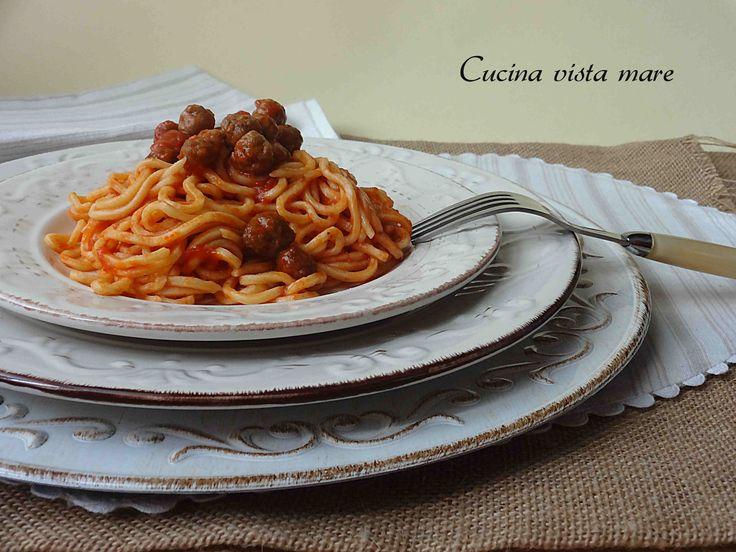 Gli spaghetti alla chitarra con pallottine, ricetta regionale, era il piatto della domenica a casa mia ... buono, gustoso e dal sapore antico ...