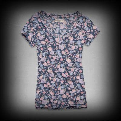 Hollister レディース Tシャツ  ホリスター Harley Tee Tシャツ★女性らしくい柄がかわいいTシャツです。   ★Vネックラインのデザインがポイントになりスタイルがタイトに見えるのがいいですね◎