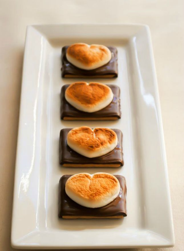16 Chocolate Y Valentine S Day Treats You Ll Want Right Now Cake Blogs Moresdessert Barsdessert Recipesbaking