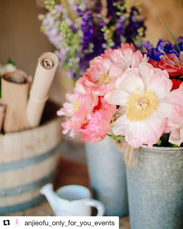 #Repost @anjieofu_only_for_you_events (@get_repost)  Perfect wedding reception flower shop details. A cozy corner for an amazing event!  Perfection @studio7flowers !  @zazoo_event_rentals  superb @sotiris_tsakanikas @white_lilac_rentals @sounds_good_alexis_niaounakis @partyandcogreece || || #wedding #weddingplanner #weddingplanning #eventplanner #event #events #eventplanning #weddingstyle #weddingdesign #weddinggreece #weddingflowers #eventplannergreece #provincial #weddingday  #weddinginspo…