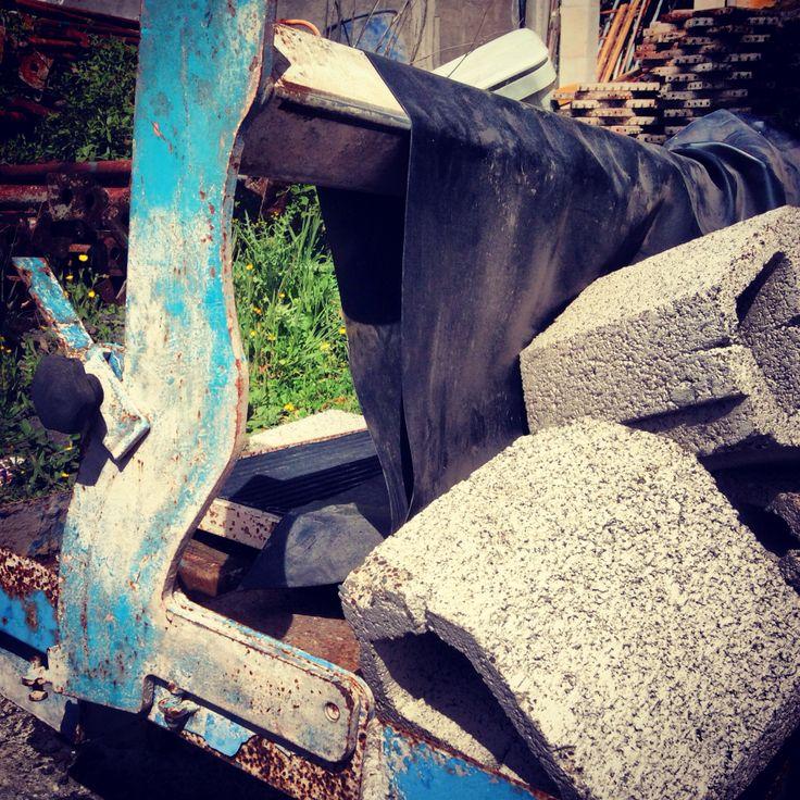Oude tegel snijmachine op La Gomera #blauw