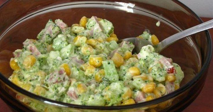 Składniki:brokułopakowanie sera feta200 g szynkipuszka kukurydzyzielony ogórekSos:łyżka majonezu3 łyżki jogurtu naturalnego2 ząbki czosnkuBrokuł podzielić na różyczki, wrzucić do osolonego wrzątku i gotować aż zmięknie - około 5 minut. Nie za ...
