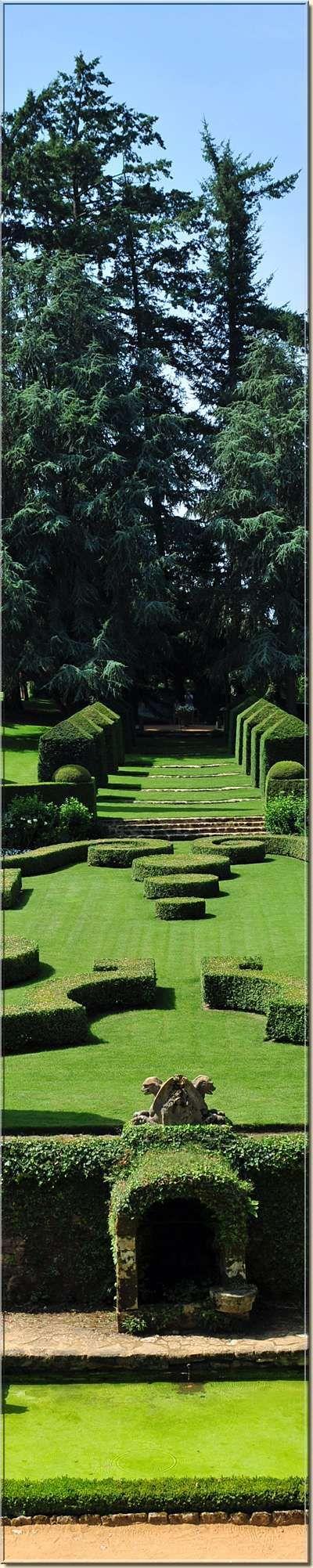The Gardens of Eyrignac in France , je passe si souvent tout près il faut que je m'arrète