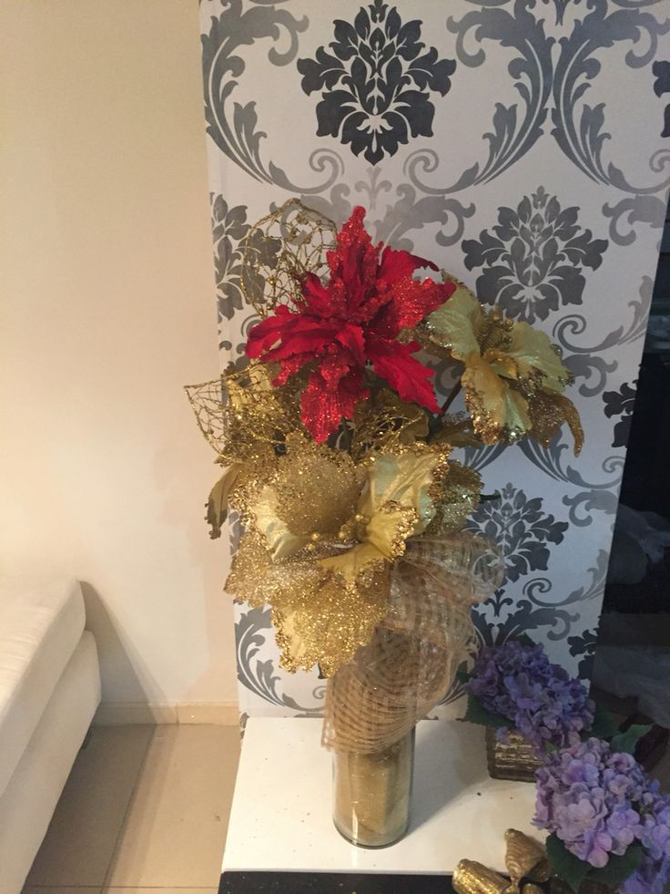 Floral christmas piece