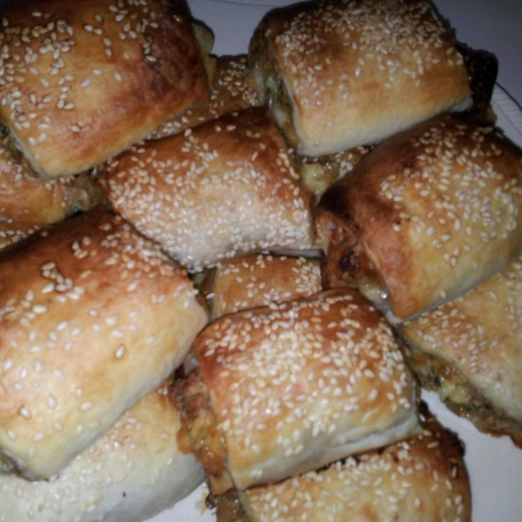"Recipe Vegetarian ""sausage"" rolls, that taste like real sausage rolls! by Hilkee - Recipe of category Baking - savoury"
