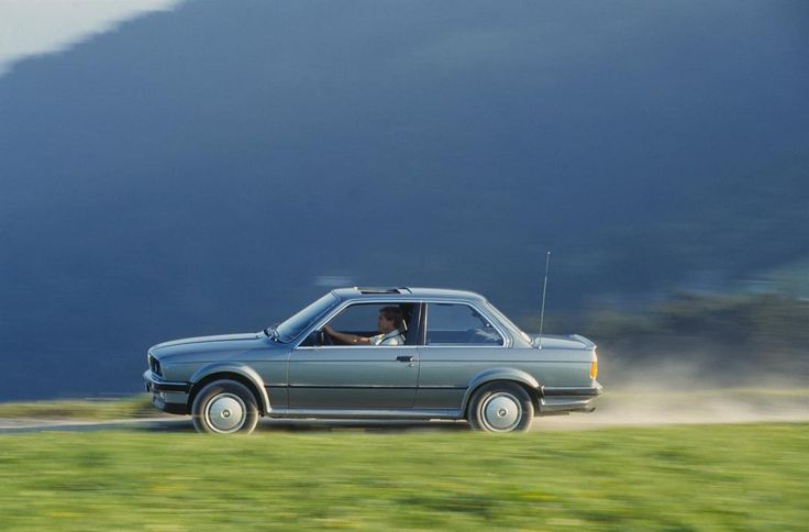403 отметок «Нравится», 2 комментариев — BMW Russia (@bmwru) в Instagram: «В 1981 году с конвейера сошел миллионный BMW 3 серии. 36 лет спустя их количество приблизилось к 15…»