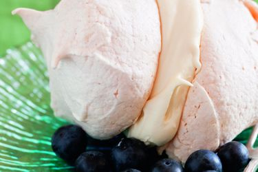 Meringue with cream and blueberries