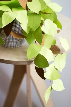 15 Fun DIY Paper Flower tutorials.: Heart Leaf Shaped Paper Philodendron Craft