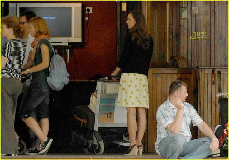 Kate at the Seychelles airport for a private vacation with William in 2007.