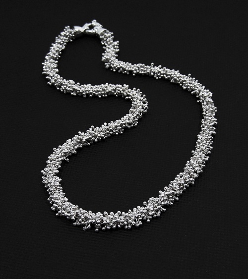 Collier Boa par Denys Michaud, Photo: Geneviève Juillet