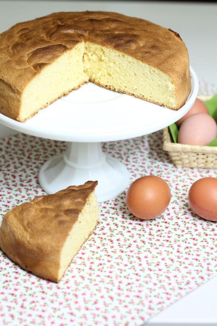 Il Pan di Spagna è una ricetta che fa parte delle preparazioni di base della pasticceria, vanta di una consistenza più leggera di tutte le torte.