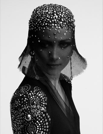 CHANEL HAUTE COUTURE, PHOTOGRAPHER KARL LAGERFELD    DIAPORAMA    CHANEL HAUTE COUTURE AUTOMNE-HIVER 2009-2010 PAR KARL LAGERFELD.