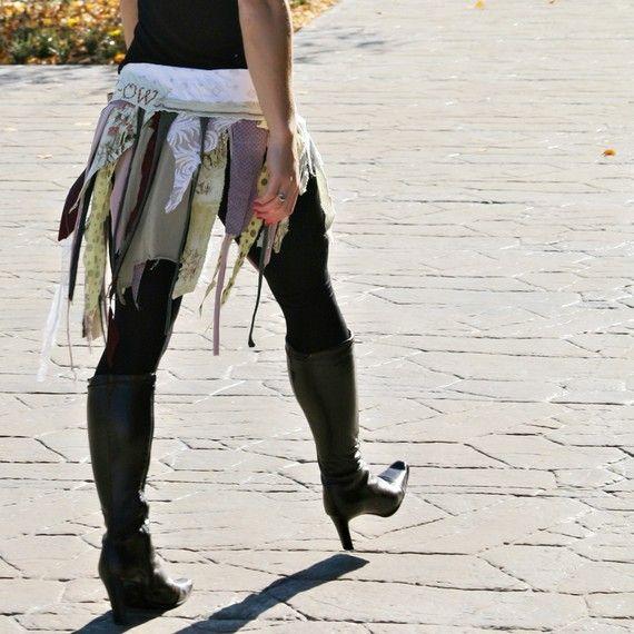 vêtements recyclés. XS - M.  jupe portefeuille en lambeaux. le miaulement des chats