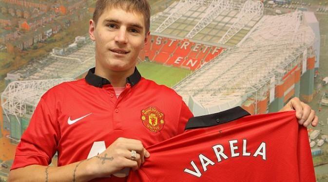 Varela dibeli MU dari klub Penarol pada tahun 2013.