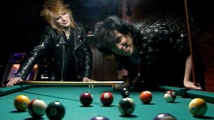 Michael Monroe ja Sami Yaffa esittelevät elämäntyyliään ja uutta yhtyettään New Yorkissa, yhdeksän vuotta alkuperäisen Hanoi Rocksin hajoamisen jälkeen.