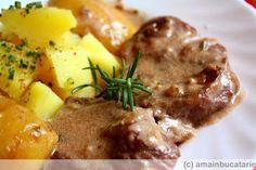 Friptura de porc in sos de vin rosu cu mere si rozmarin - Ama Nicolae