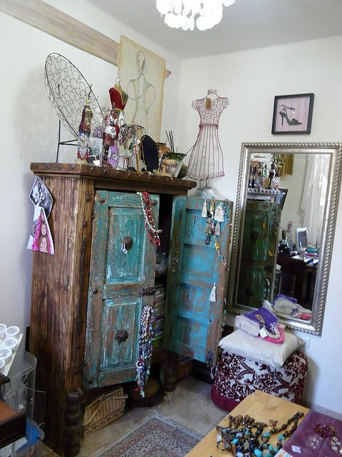 """Mueble rustico antiguo. I'm assuming that means """"a hot awesome mess."""""""