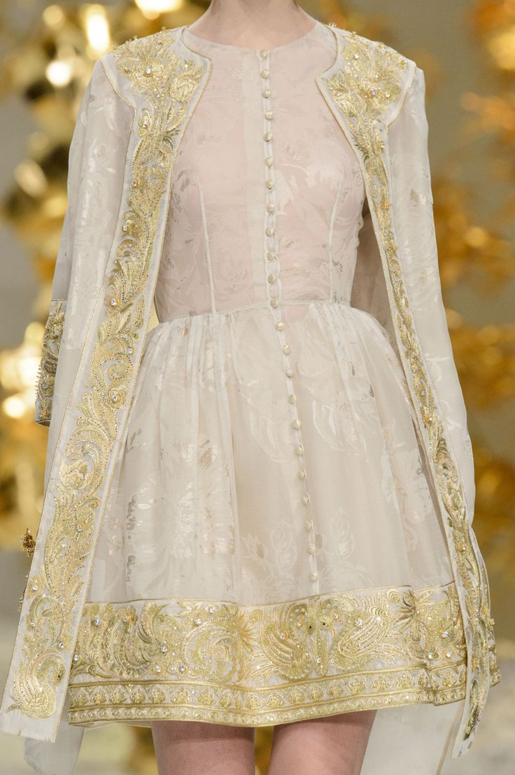 Guo Pei Couture S.S 2016                                                       …
