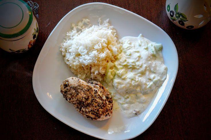 Fit & Fast Kitchen: Pierś z kurczaka na parze z mizerią a'la tzatziki