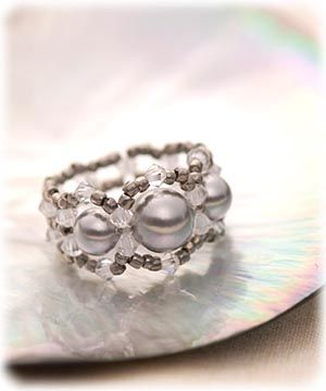 Beaded Ring Pattern ...swarovski pearls, not in English.